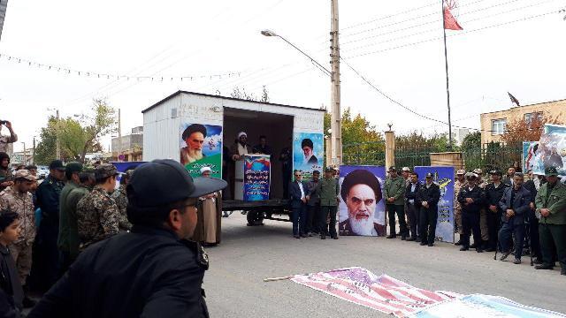ما حق تسلیم شدن را نداریم و باید در مقابل استکبار و ظالمان بایستیم/راهپیمایی۱۳آبان در خدابنده+تصاویر